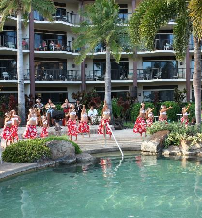 Lawai Beach Resort: Hula entertainment in the main pool area