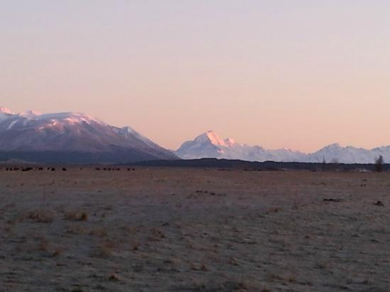 โอมาเฮา ดาวส์: Frosty dawn with Mt. Cook at Omahau Downs, Sept., 2012