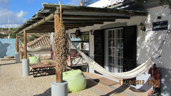 Quinta Res Ipsa: 2 kamers geven uit op het zwembad, met zithoek