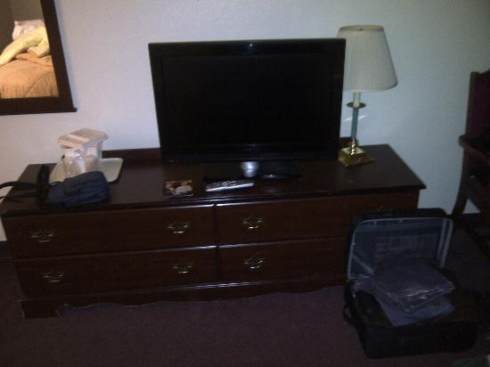 Best Western Visalia Hotel: tv in camera