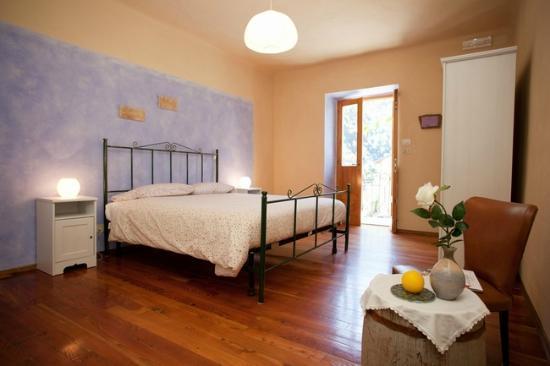 Affittacamere Valle Maira: Camera doppia con bagno privato