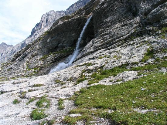 Alpiglen: Water streams falling down the Eiger slopes