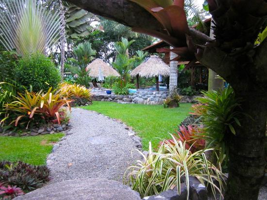 Hotel Banana Azul: Beautiful gardens