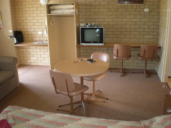 Hilltop Resort : Motel Room.
