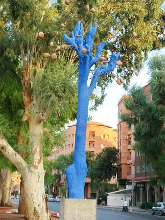 Arbres Sculptes: Bleu Majorelle