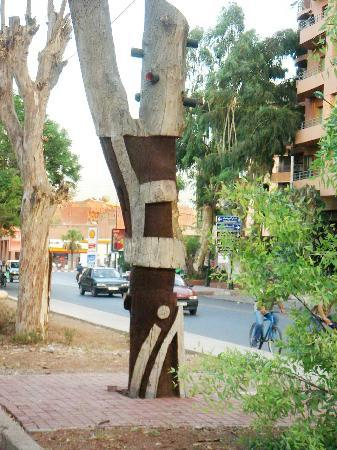 Arbres Sculptes: Sculpture moderne