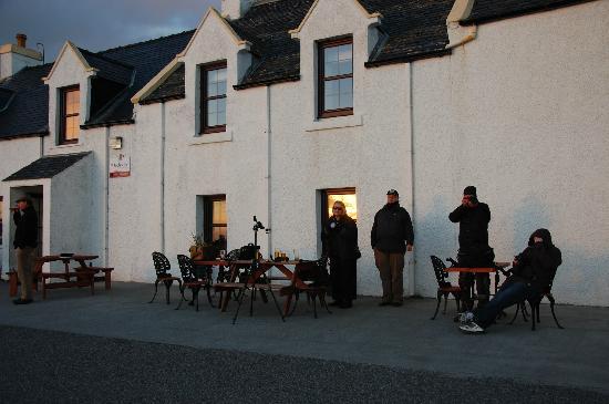 Polochar Inn: Residents waiting for the sunset