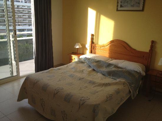 Apartamentos Priorat: Habitación principal(la cama la deshice yo)