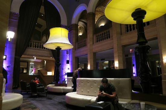 W Chicago - City Center: The lobby