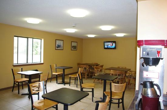 Econo Lodge: Breakfast eating area