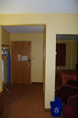 Econo Lodge: Entry way