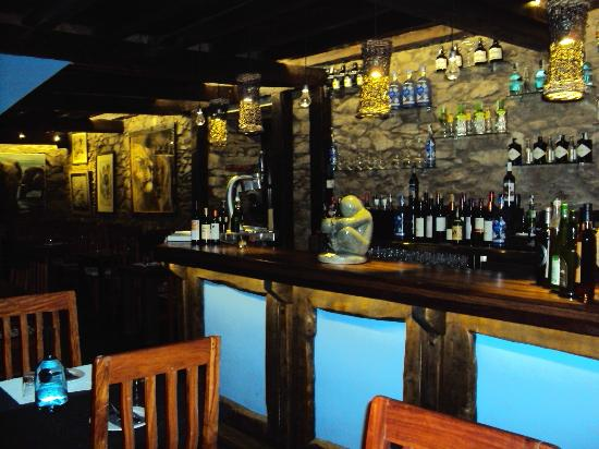 Pinotage Restaurante and Cafe : La barra con sus gin tonics premium