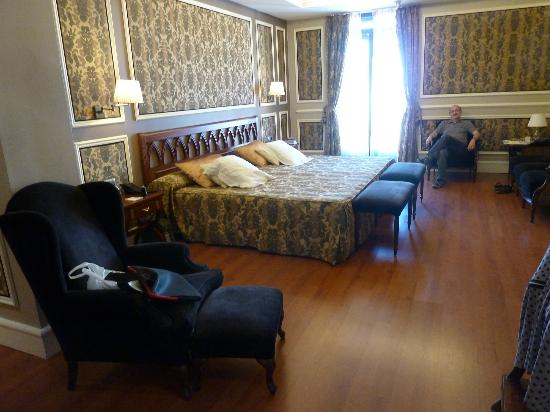 Catalonia Las Cortes: Our room