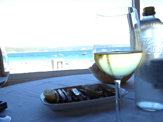 Tira do Cordel: razor clams, glass of wine and a view of the ocean