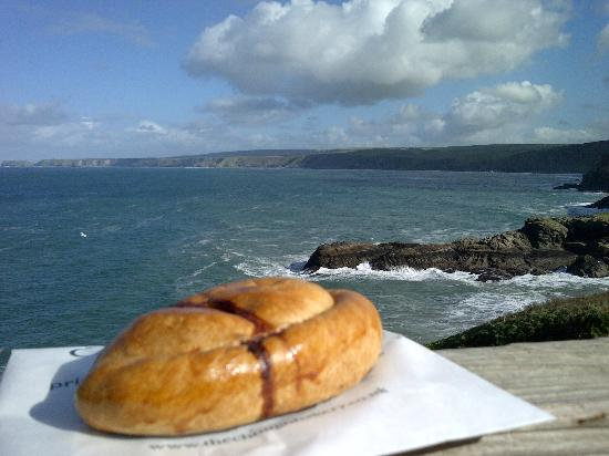 Mesmear: Nearby Port Isaac (and an obligatory pasty)