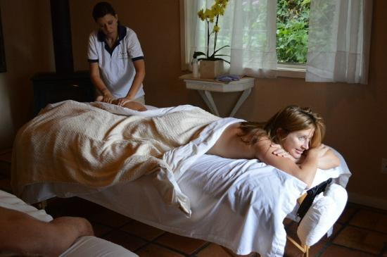 Lavender Hill Spa: Massage in Couples Cottage