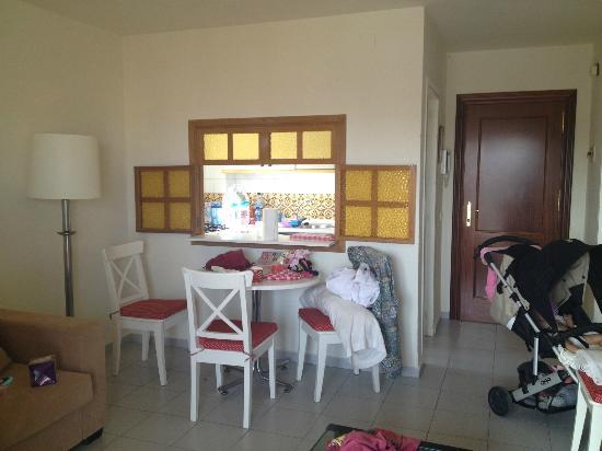 Apartamentos Nucleo Cristal: kitchen