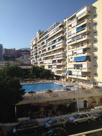 Apartamentos Nucleo Cristal: view to the pool