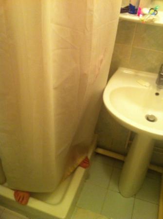 Hotel Liberty : o banho é um pouco apertado.