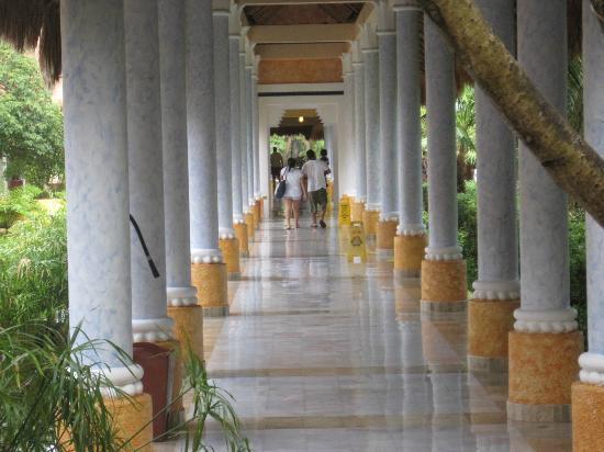 IBEROSTAR Paraiso Del Mar: Hotel grounds