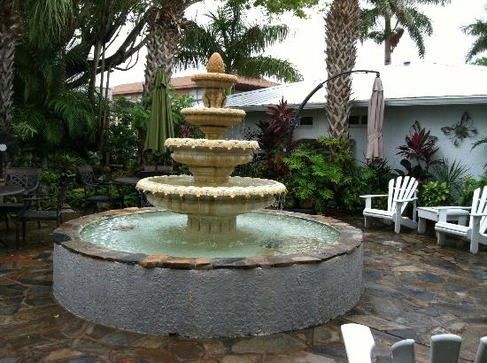 Island Garden Villas: Beautiful fountain