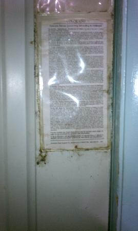 Elk Run Inn: Oily grease on inside of exterior door