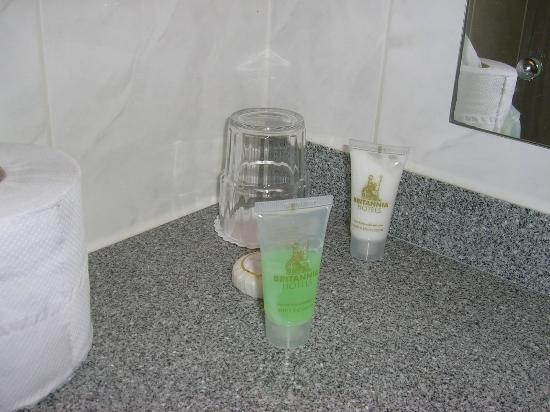 Britannia Hotel Newcastle Airport: Half empty shower gel