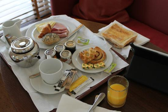Kensington House Hotel: breakfast brought to my room