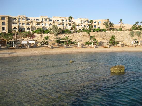 Albatros Citadel Resort - Sahl Hahseesh: Пляж и королевская лагуна возле 5 корпуса