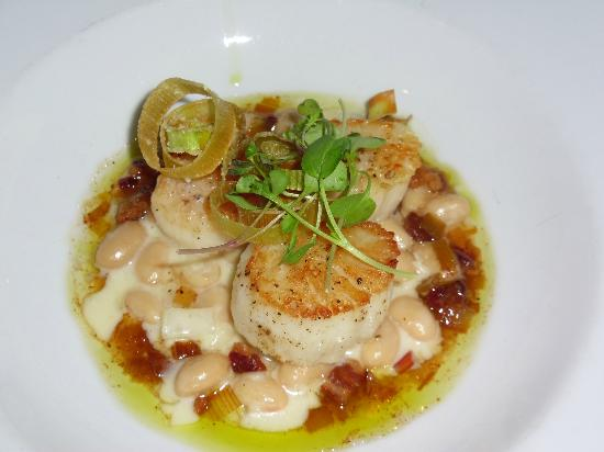 Ludwig's Restaurant: Scallops with cannellini