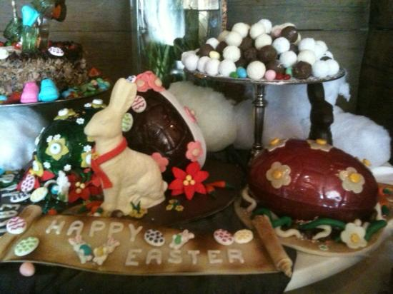 Ludwig's Restaurant: Housemade chocolate bunny and chocolate truffles