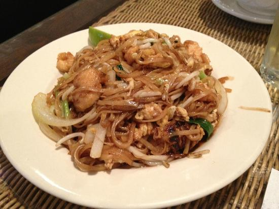 Nut POB Restaurant: Chicken Pad Thai without nuts