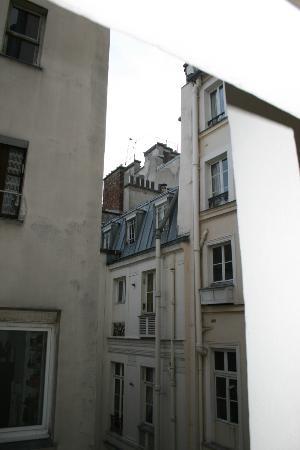 Hotel de la Place du Louvre - Esprit de France: View from room of courtyard/alley