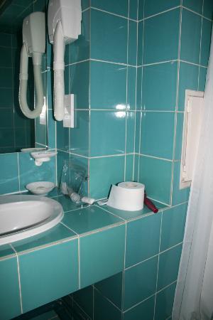 Hotel de la Place du Louvre - Esprit de France: Bathroom with shower only