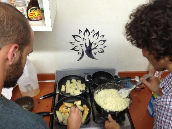 Hostel Urbano: cooking