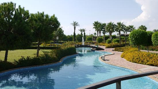 Miracle Resort Hotel: Hotel grounds