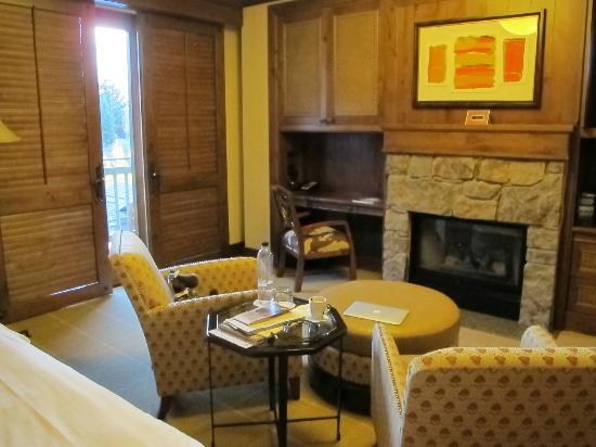 Four Seasons Resort and Residences Jackson Hole: Read a book by the fireplace