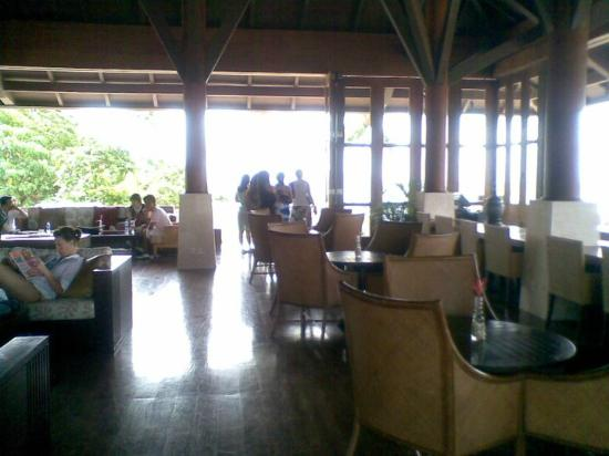 Shangri-La's Boracay Resort & Spa: lounge area where you can read or laze away
