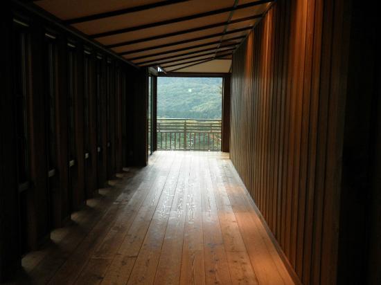 Zao Kokusai Hotel: お風呂場への廊下