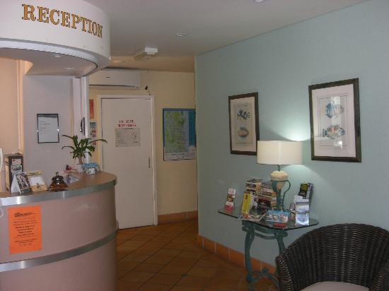 Belaire Place Motel Apartments: Reception
