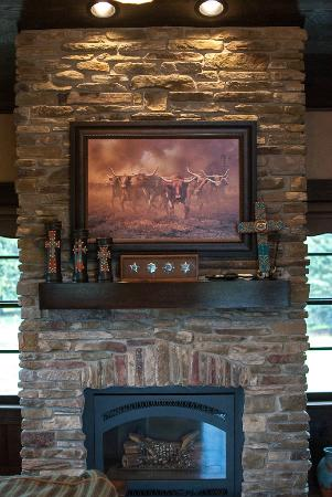 Copperstone Inn : Fireplace in the Sundance Suite