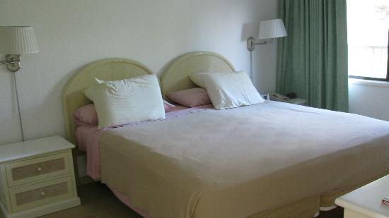 Belair Beach Hotel: Master bedroom