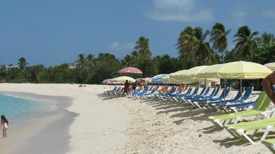 Belair Beach Hotel : Mullet Bay Beach. Rent 2 chairs & umbrella $15/day