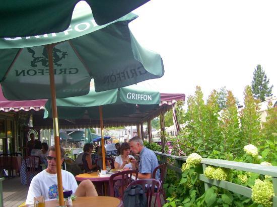 Cafe Molo: Outdoor patio at Molo (Earle House)