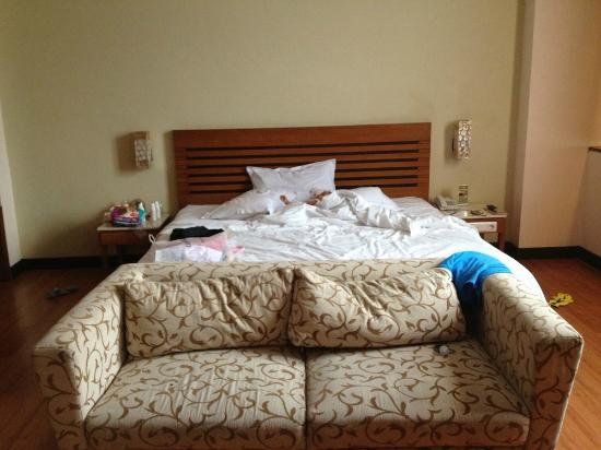 Banana Inn Hotel & Spa: The room (my baby sleeping on the bed)