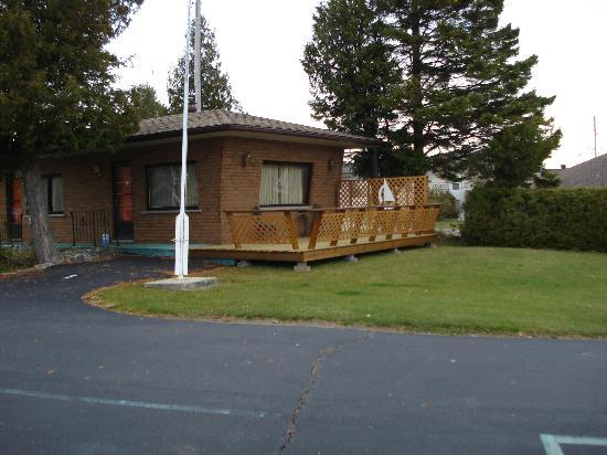 Huron Motor Lodge: Unit 1 with sud deck