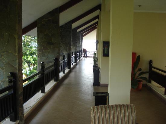 Campago Hotel: 1st floor foyer