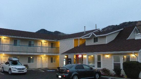 The Ranchland Inn: exterior
