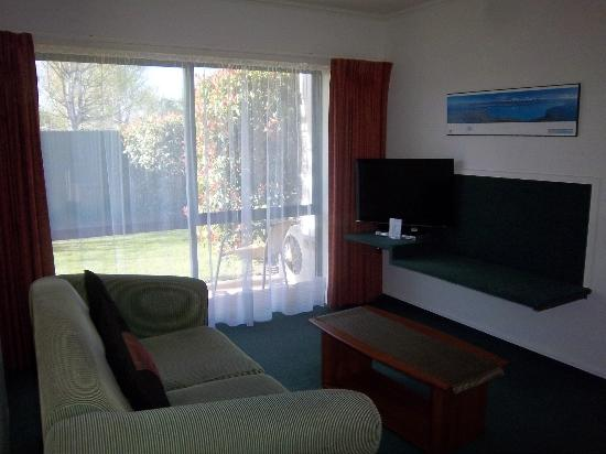 ‪‪Aspen Court Motel - Twizel‬: Couch/TV area