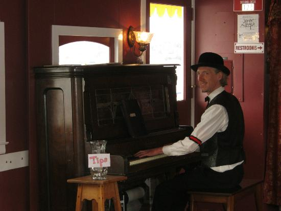 Queen of Seattle Paddle Wheel Cruises : Piano player inside...played steam cailope outside on deck
